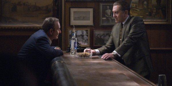 The Irishman Joe Pesci and Robert De Niro talk across a bar, over a drink