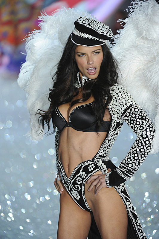 Watch Victoria's Secret Angels Lip Sync To Taylor Swift's 'I Knew You Were Trouble' #29885