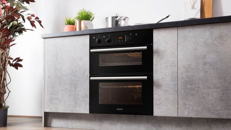 Dirty ovens cause one in five house fires: Hotpoint Class 2 DU2540BL oven