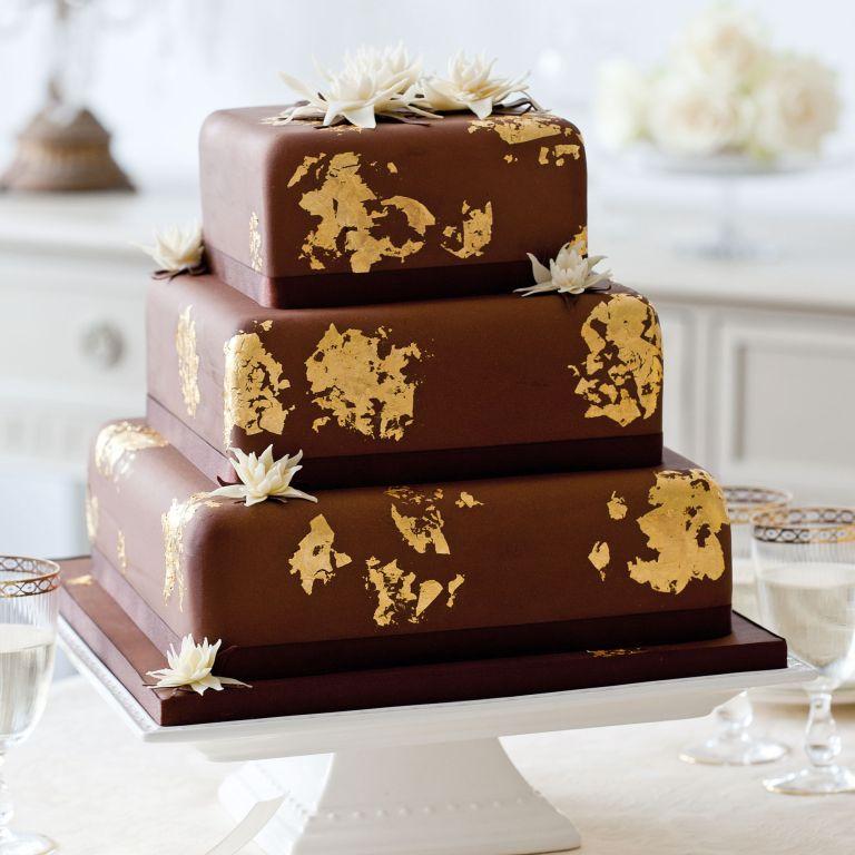 Victoria Glass' lotus flower wedding cake photo