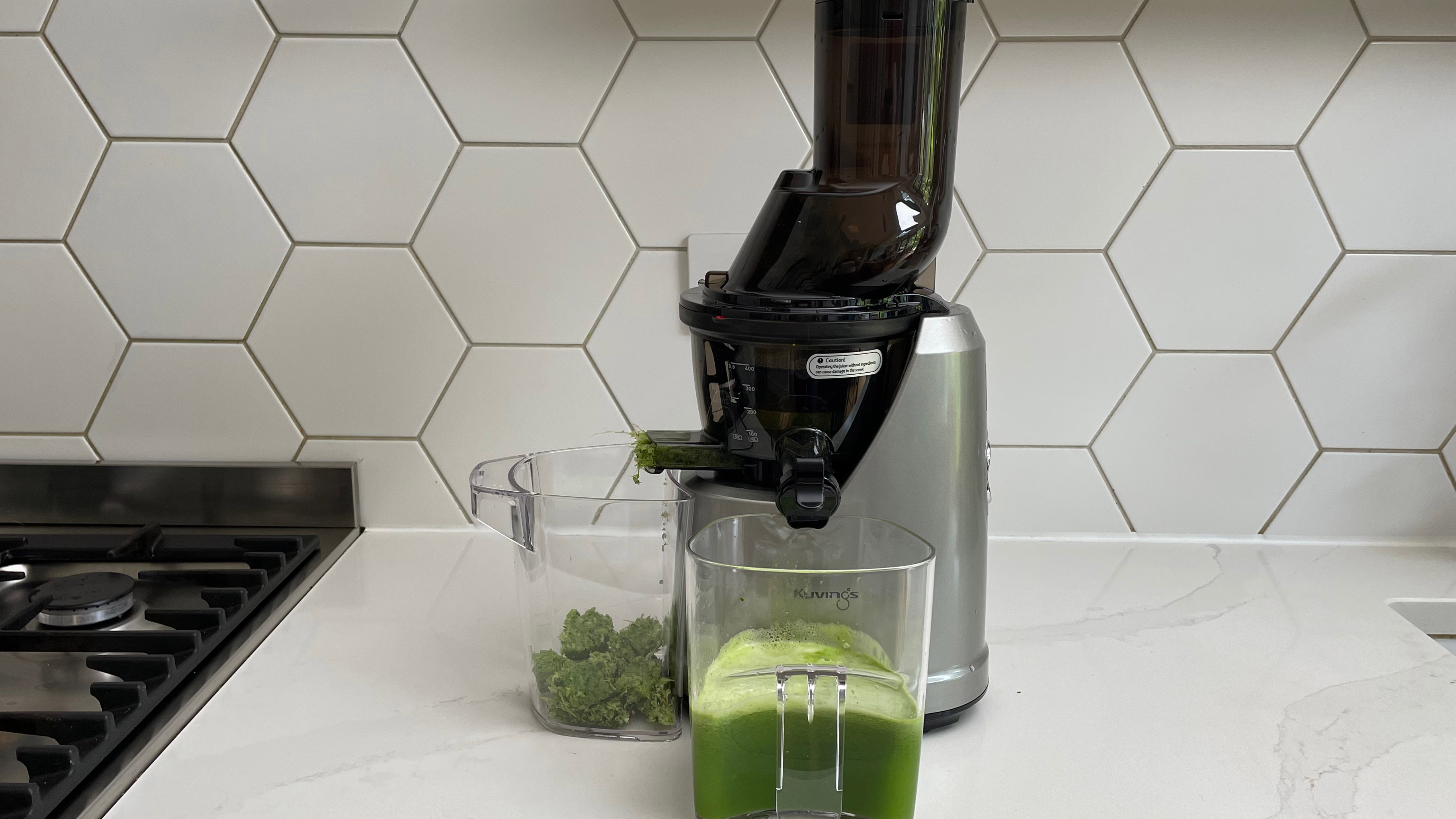 Kuvings B1700 being used to make green juice