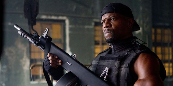 Terry Crews with a machine gun in the Expendables