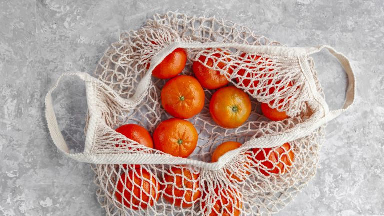 Bamboo vs cotton, image depicting cotton bag and oranges
