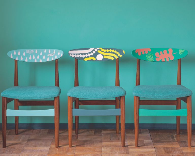upcycling dining chairs with painted patterns