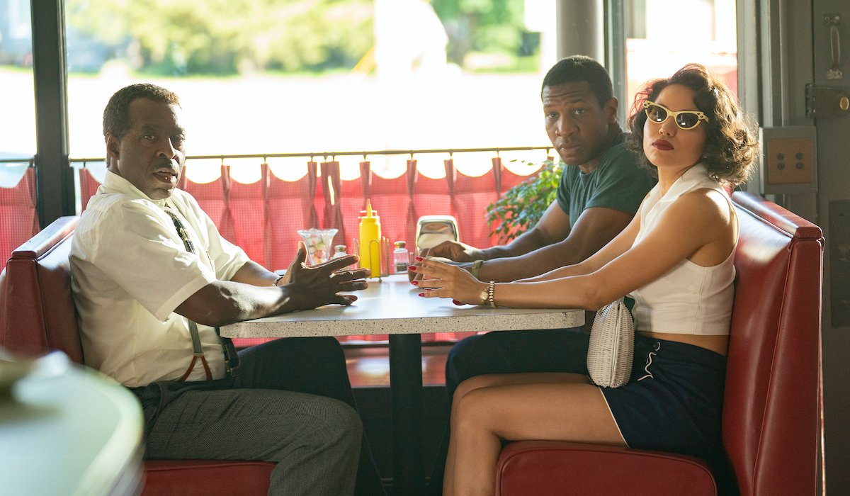 lovecraft country premiere courtney b vance jurnee smollet jonathan majors in diner