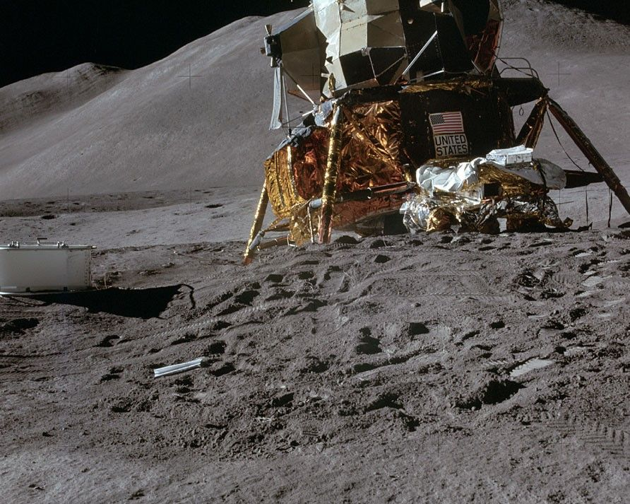 How will NASA deal with the moon dust problem for Artemis lunar landings?