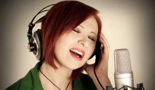 singer-woman-100713-02