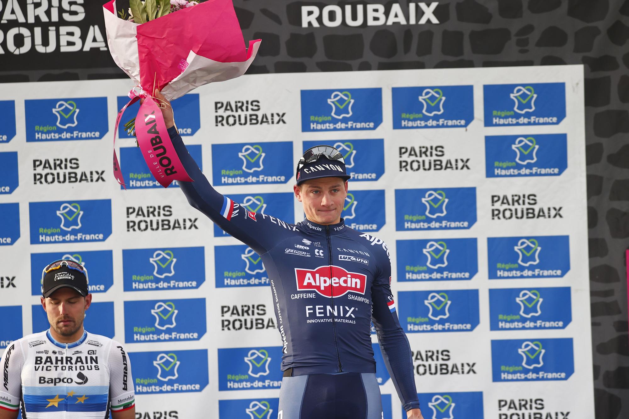 Paris Roubaix 2021 118th Edition Denain Roubaix 2577 km 03102021 Sonny Colbrelli ITA Bahrain Victorious Mathieu Van Der Poel NED AlpecinFenix photo Luca BettiniBettiniPhoto2021