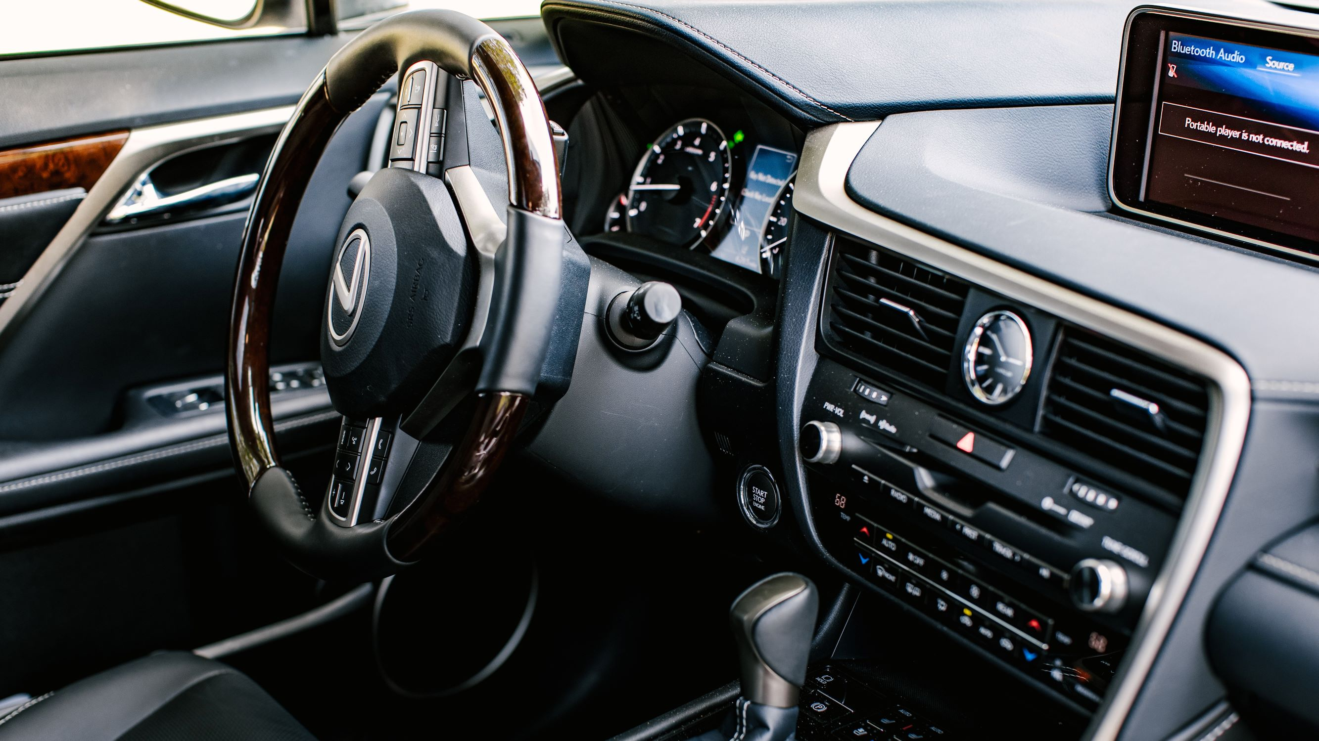 Why the 2019 Lexus RX350L doesn't use a touchscreen (and why that's