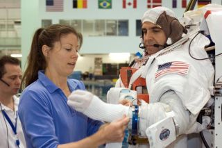 Mission Endeavour: Veteran Spaceflyers Gear Up for ISS Spacewalks