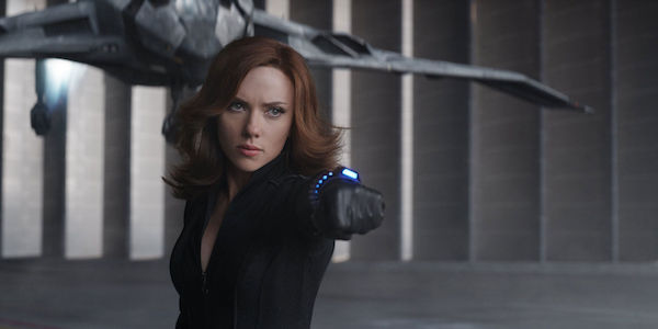 Black Widow letting Captain America get away in Civil War