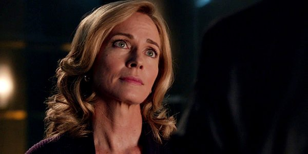arrow season 2 moira queen