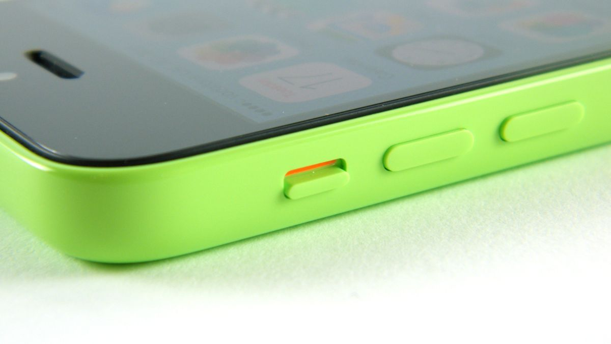 iphone 5c cracked screen a iphone 5c screen apple stores will now fix 1794