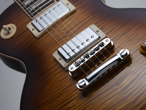 The Les Paul's tonal options have been expanded, via push/pull switches.