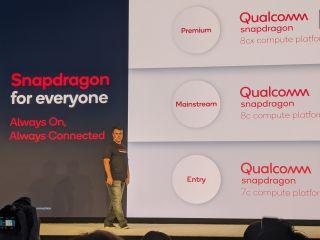 Miguel Nunes de Qualcomm muestra la familia de procesadores de computadoras portátiles de Qualcomm para máquinas Windows.