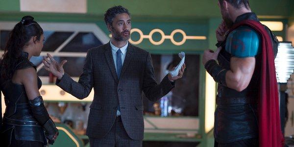 Thor Ragnarok Tessa Thompson Taika Waititi Chris Hemsworth talk on set