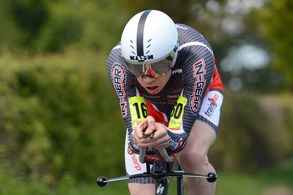 Michael Hutchinson wins National 10-mile time trial 2013