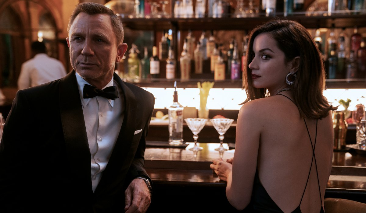 Daniel Craig and Ana de Armas casually visiting the bar in No Time To Die.