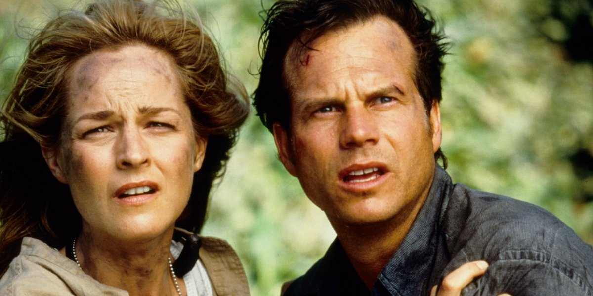 Twister Helen Hunt and Bill Paxton looking at oncoming disaster