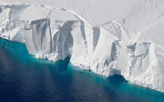 antarctica lost 3 trillion tons of ice
