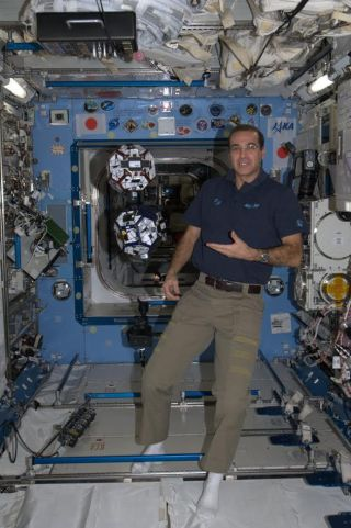 Astronaut Mastracchio with SPHERES Experiment