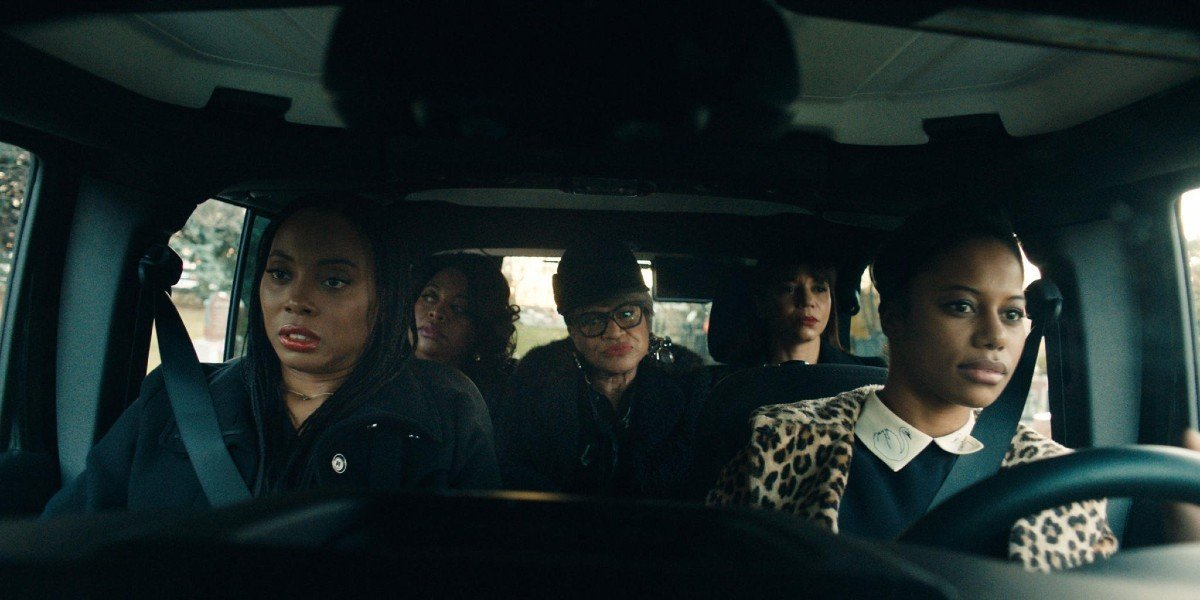 Taylour Paige, Sherri Shepherd  Gloria Reuben, Michelle Hurst, and Erica Ash in Jean of the Joneses