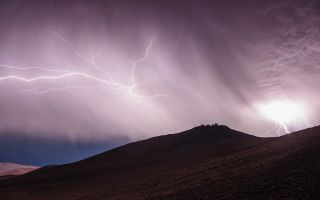 Thunder and Lightning Over Paranal space wallpaper