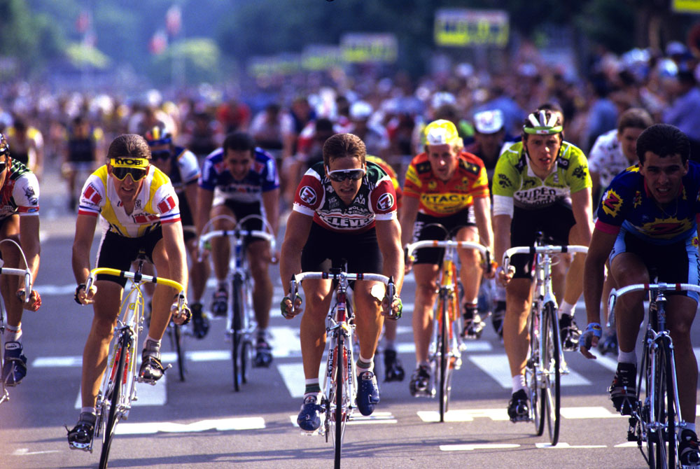 DAVIS PHINNEY IN A STAGE-FINISH OF THE 1986 TOUR DE FRANCE