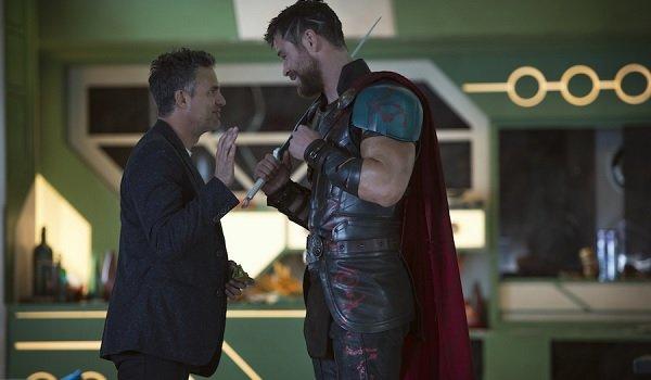 Thor: Ragnarok Mark Ruffalo Chris Hemsworth Bruce Banner offers Thor a high five