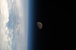 Koichi Wakata View From ISS: Moon Sets Over Earth