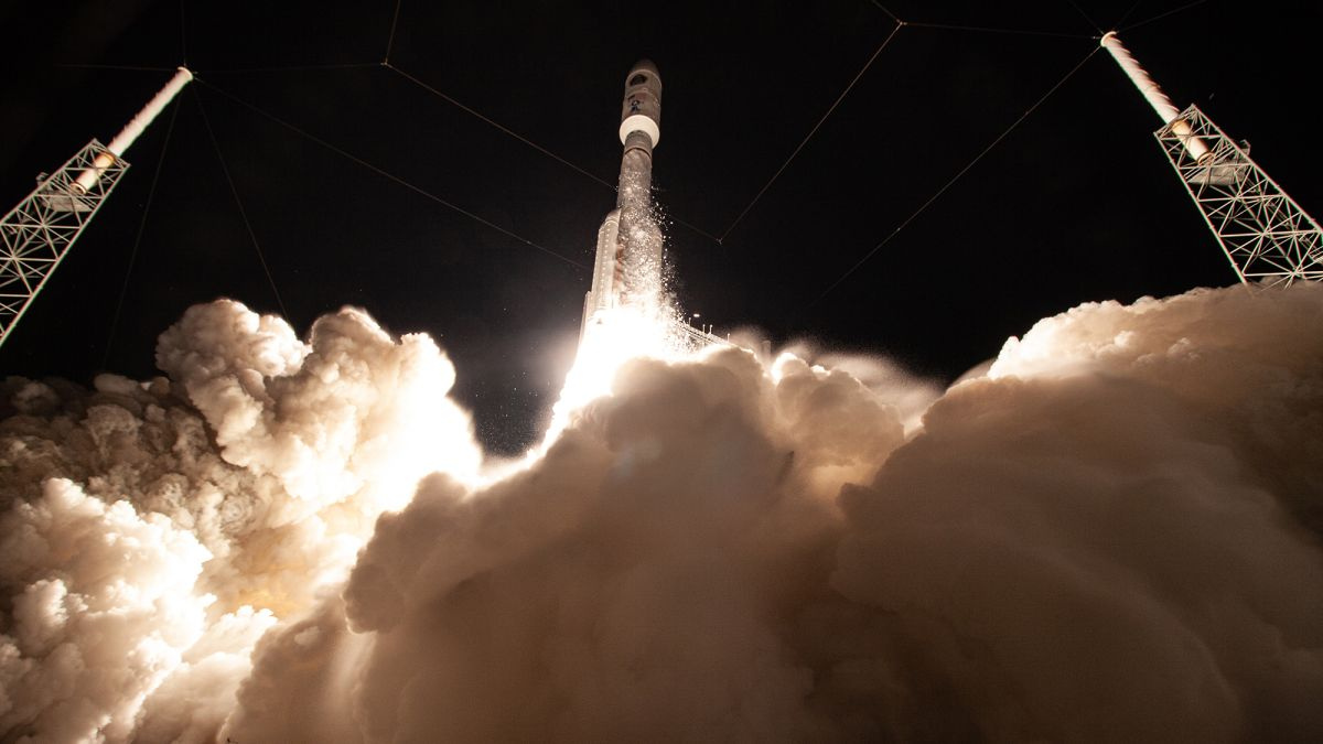 SpaceX wins Pentagon rocket contract to send spy satellites into orbit