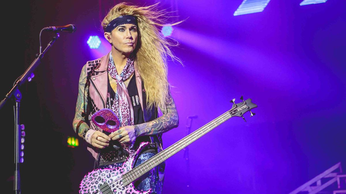 steel panther 39 s lexxi foxxx my top 5 tips for sexy bass playing musicradar. Black Bedroom Furniture Sets. Home Design Ideas