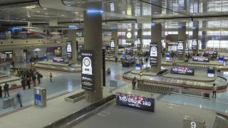 Lamar Airport Advertising recently replaced all of the static advertising in the Terminal 1 baggage claim with 60 Engage Series and Performance Series LED displays from NanoLumens.