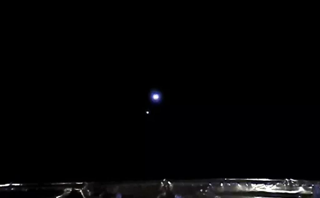 China's moon-sampling Chang'e 5 probe beams home eerie images from deep space