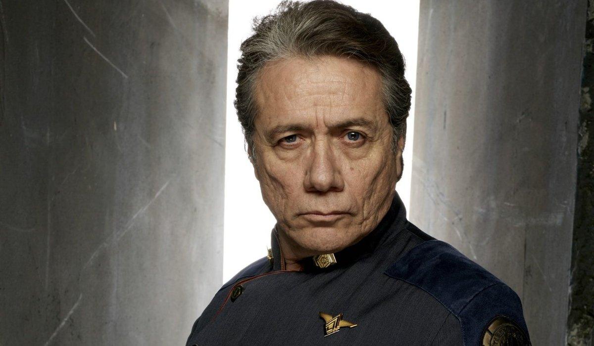 Battlestar Galactica Almirante Adama carrancudo