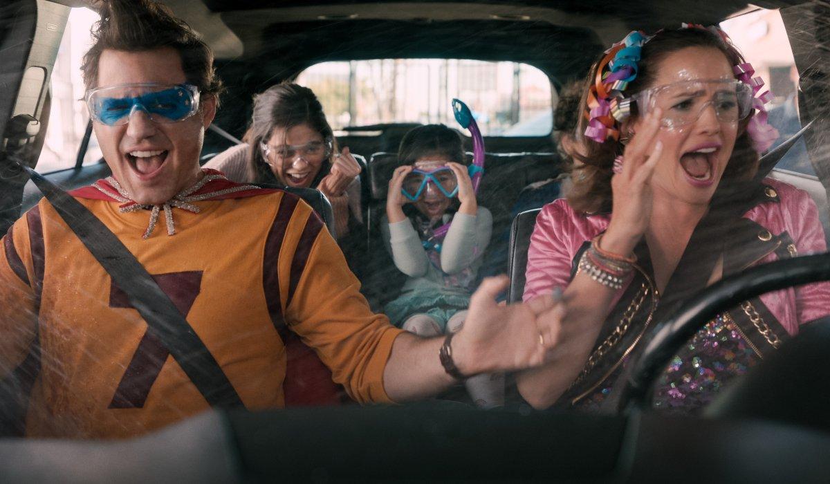 Yes Day Edgar Ramirez and Jennifer Garner take their kids through the car wash