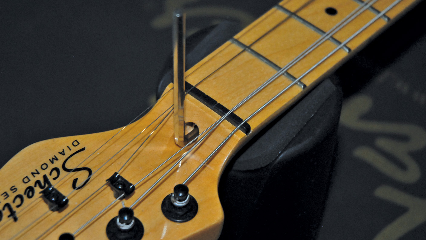 How to adjust a truss rod
