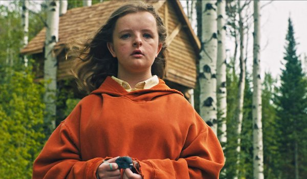 Milly Shapiro as Charlie holding a dead bird in Hereditary