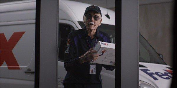 Stan Lee sebagai orang FedEx di Captain America: Civil War