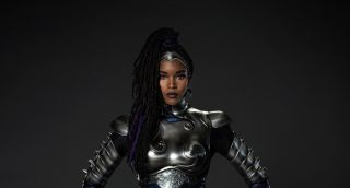 Blackfire in her new suit.