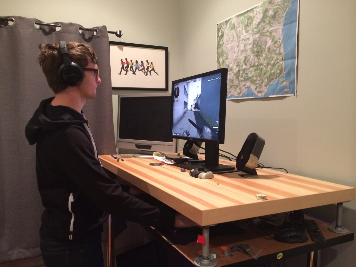 A Year Of PC Gaming With Standing Desk Gamer
