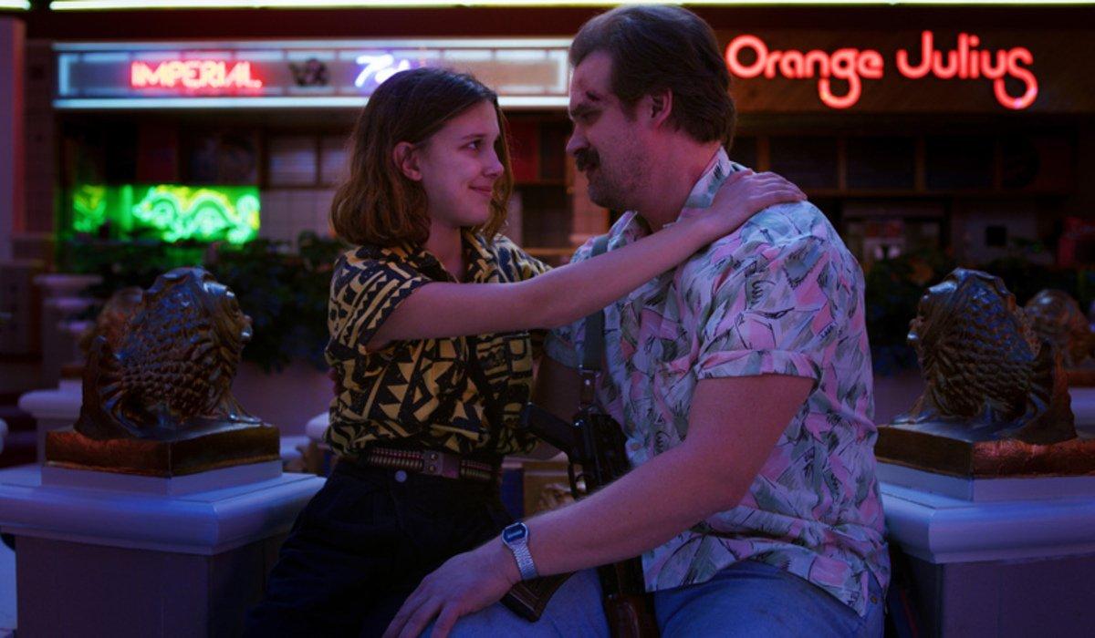 stranger things season 3 eleven hopper mall hug netflix