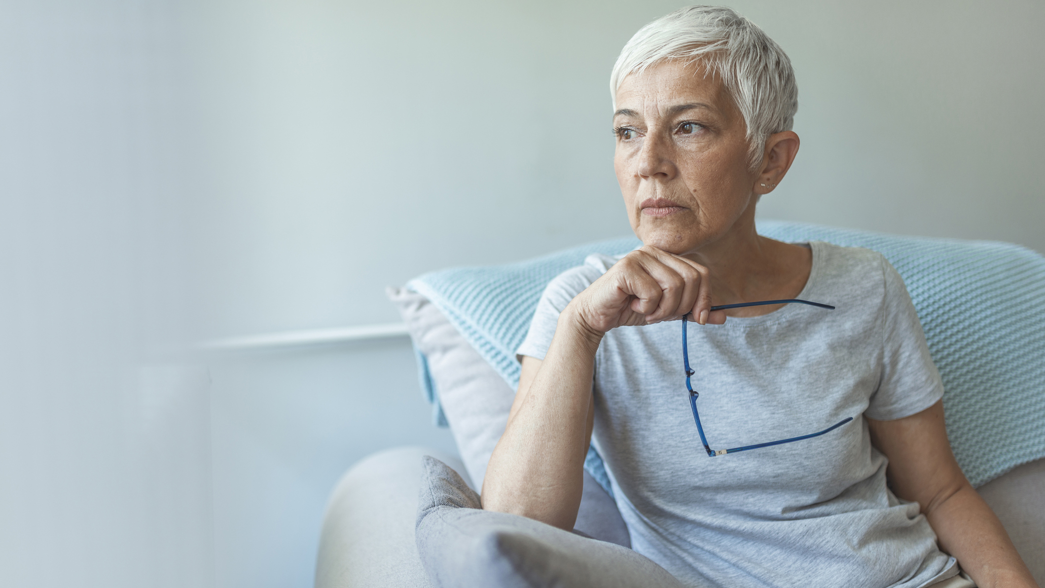 5 challenges of seniors living alone, and how to solve them | Top Ten  Reviews