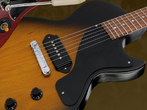 The Junior features a vintage-style 'Lightning Bar' compensated wrapover bridge