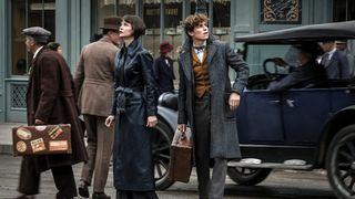 Eddie Redmayne and Katherine Waterston in Fantastic Beasts 2