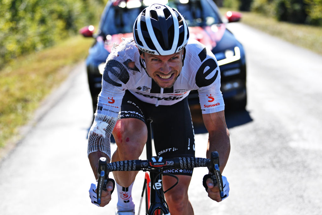 SAINTMARTINDERE FRANCE SEPTEMBER 08 Nicholas Roche of Ireland and Team Sunweb Crash Injury during the 107th Tour de France 2020 Stage 10 a 1685km stage from ile dOleron Le Chateau dOleron to ile de Re Saint Martin de Re TDF2020 LeTour on September 08 2020 in Saint Martin de Re France Photo by Tim de WaeleGetty Images
