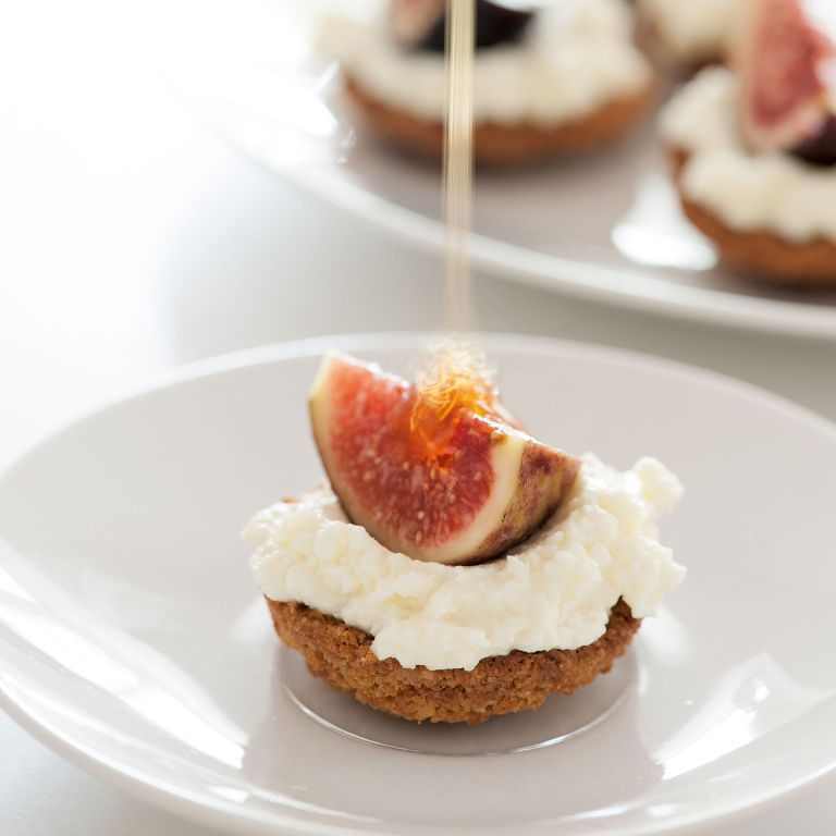 Ricotta tartlet with fig and honey