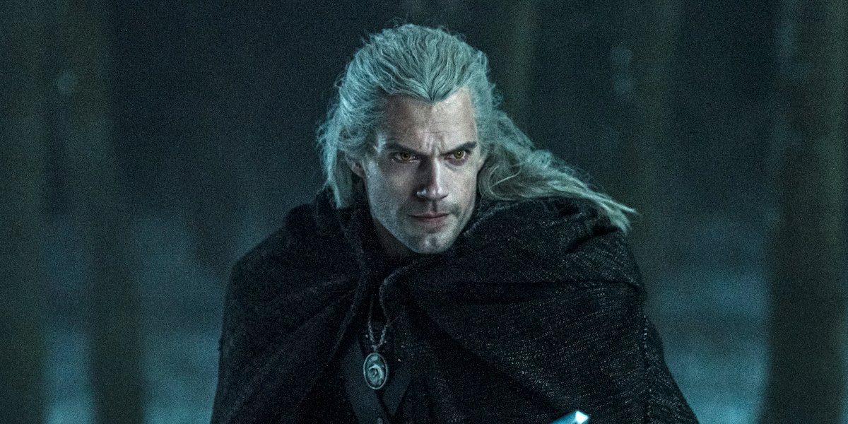 henry cavill holding sword on the witcher season 1