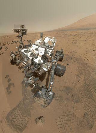 Curiosity rover selfie, mars mission