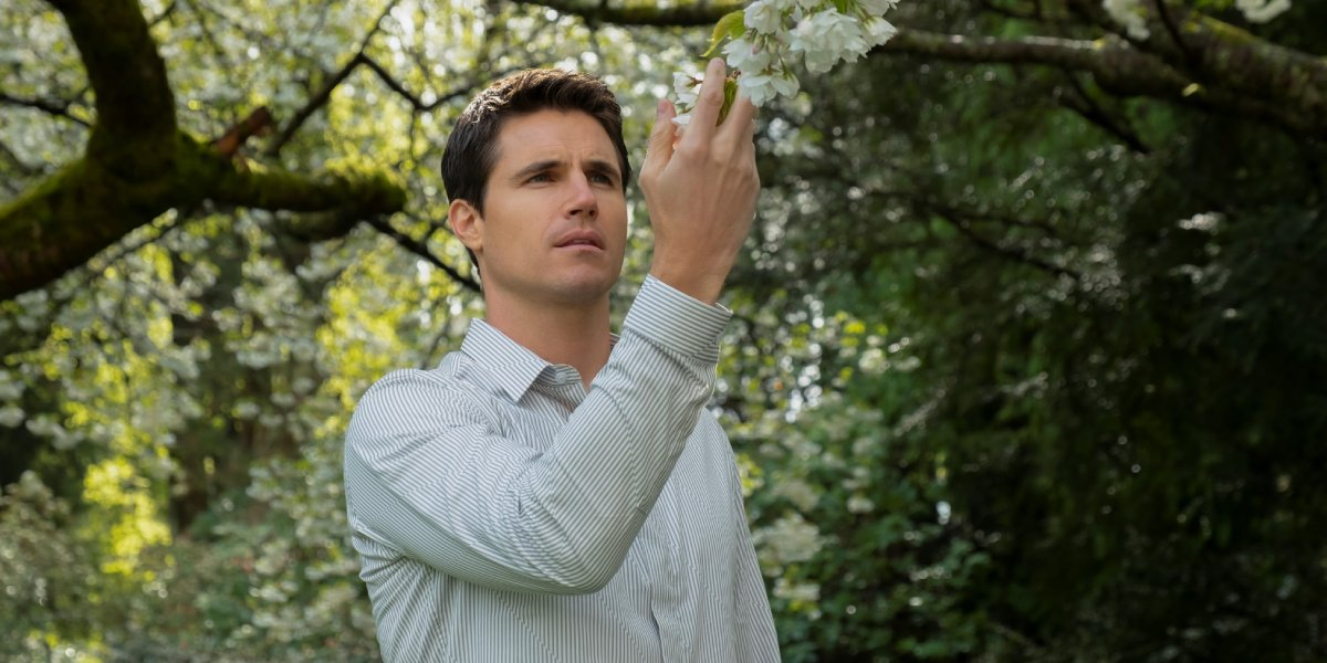 Robbie Amell on Upload